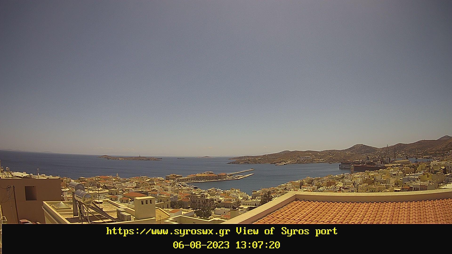 Ζωντανή εικόνα με το λιμάνι της Σύρου